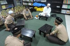 Sertifikasi Bacaan Al-Qur'an Guru Tahfizh Al-Qur'an Azhari Islamic School Lebak Bulus bersama Syaikh Al-Muqri' Dr. Mahmud Abdul Aziz Al-Azhary Al-Mishry.