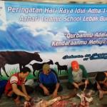 LEBIH DARI 500 PAKET QURBAN DIBAGIKAN OLEH AZHARI ISLAMIC SCHOOL LEBAK BULUS